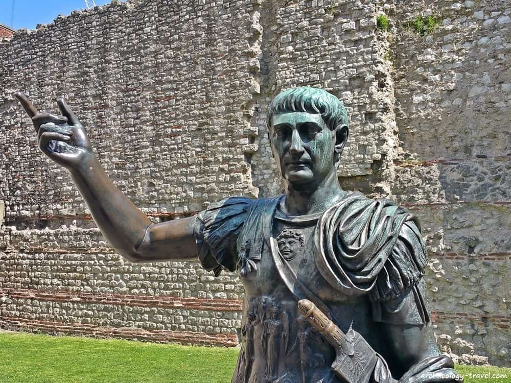 Tower Hill City Wall and the bronze statue of Emperor Trajan.