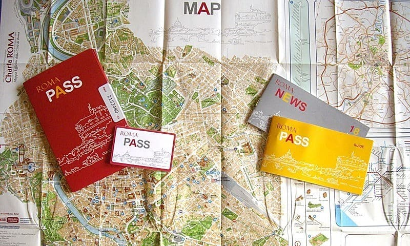 Contents of the Roma Pass wallet, the ticket, a map and information on all the attractions in the scheme.