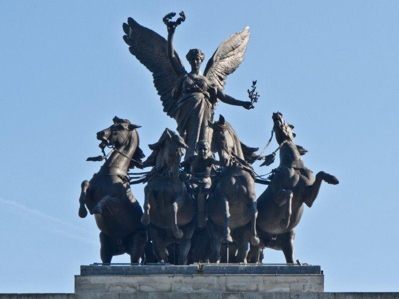 Quadriga Statue Brandenburg Gate Stock Photos and Pictures | Getty ...