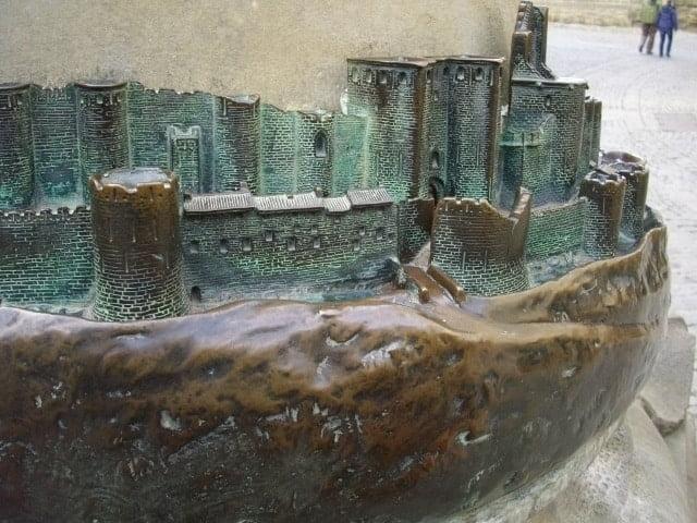 carcasson-bronze-memorial