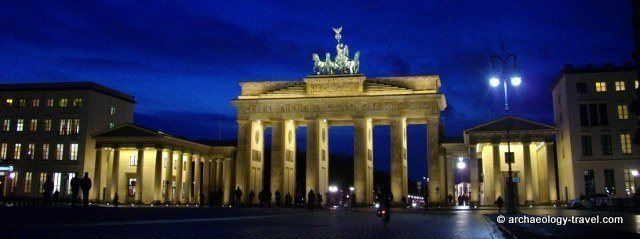 Berlin's iconic Brandenburg Gate by night