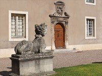 Statues in the courtyard of the Ducal Palace of Nancy .