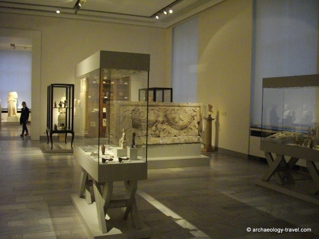 display cases in the Altes Museum, Berlin