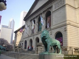 Bronze lion by Edward Kemeys, at the entrance to the Art Institute of Chicago