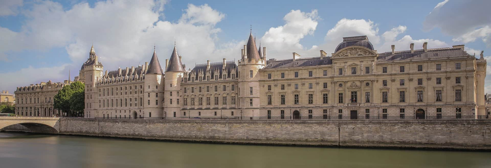 The Conciergerie on the western side of the Île de la Cité , Paris.