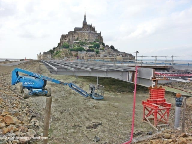 The frame of the new access road to Mont-Saint-Michel.