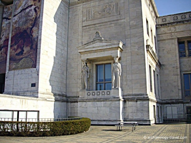 A close-up of one of the balconies on either side of the portico of the Field Museum.