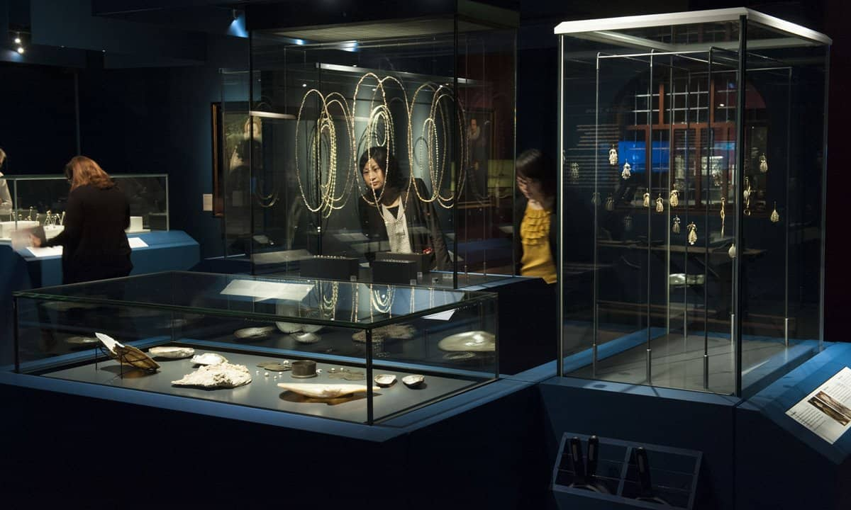 The exhibition room of the Cheapside Hoard.