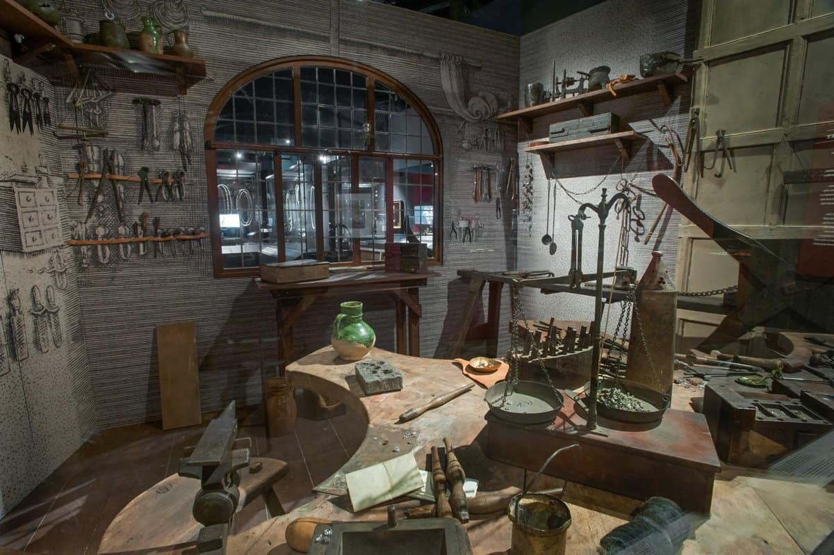 Recreation of a jeweller's workshop at the Cheapside Hoard exhibition.