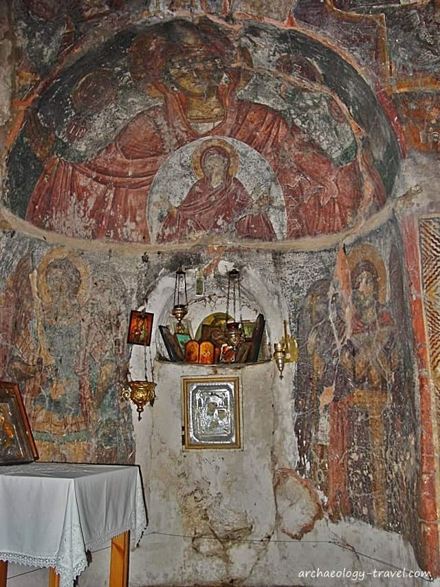An apse with the figure of St Anne and the Virgin in the half dome.