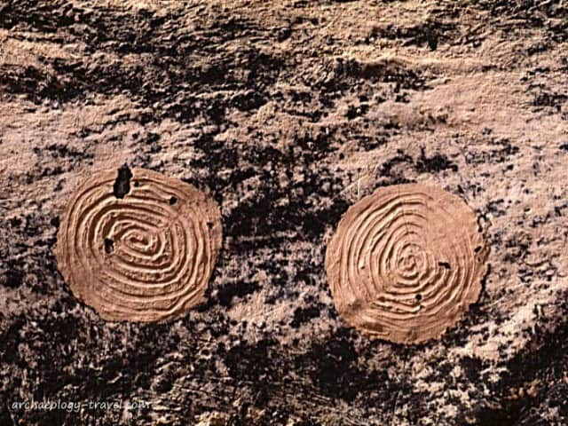 Close up of the circular mud past on the  shelter wall within the kiva.