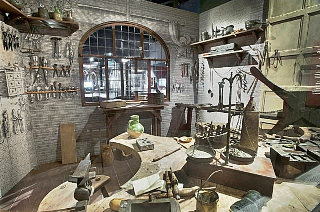 Recreation of a jeweller's workshop. © Museum of London