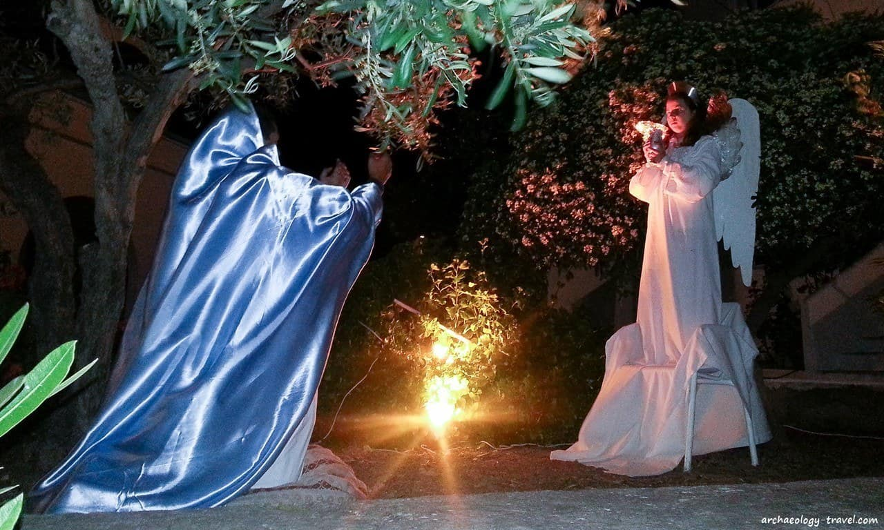 The tableau vivant depicting the scene of the Olive Garden.