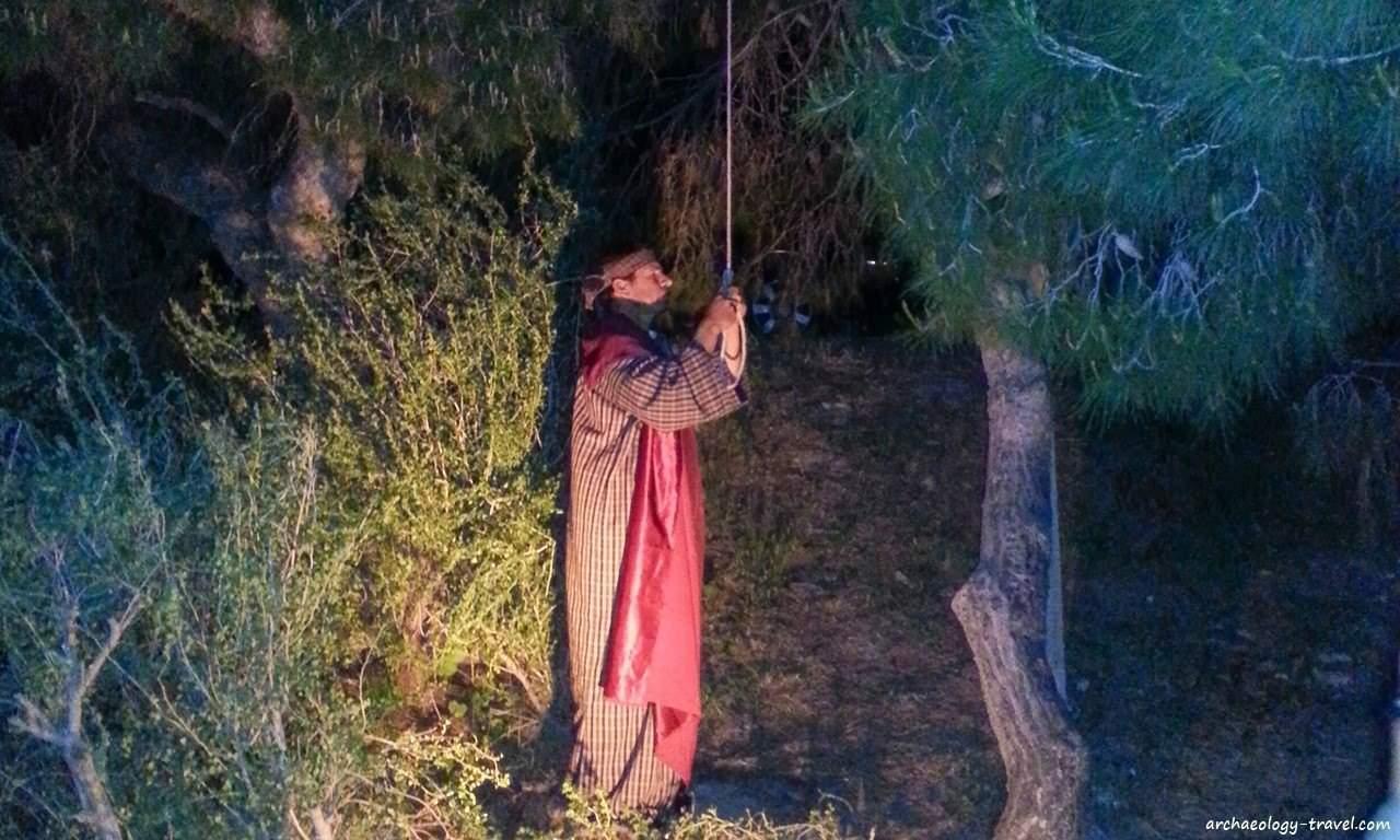 Judas hangs himself.