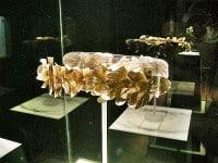 A gold-leaf Etruscan crown in the Guarnacci Etruscan Museum © sailko/Wikipedia