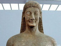 A kouros in the Archaeological Museum of Thebes © Vachou31 - Wikipedia