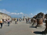 Tourists at Pompeii © Radomil - Wikimedia.