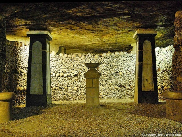Crypt of the Sepulchral Lamp © albany_tim - Wikipedia