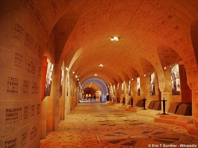 Inside the ossuary © Eric T Gunther - Wikipedia
