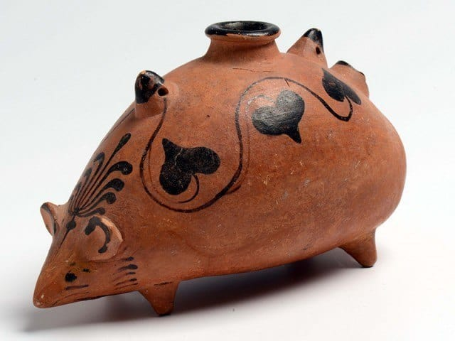 An ewer jug in the form of a mouse, at the Carthage exhibition in the Netherlands. © Rijksmuseum van Oudheden