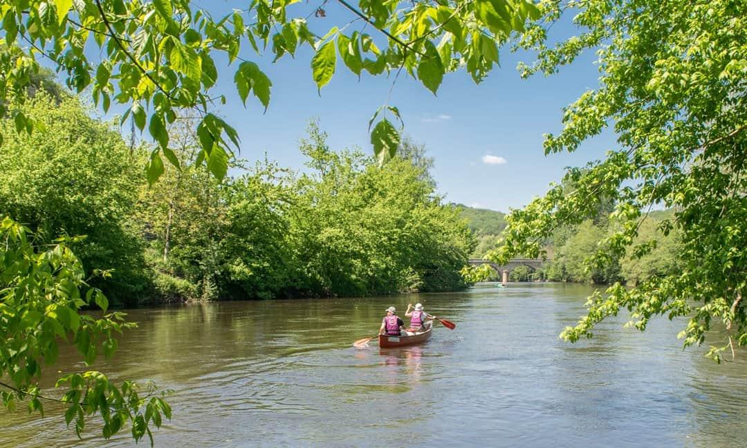 Canoeing on the Vézére River through Les Eyzies, Dordogne.
