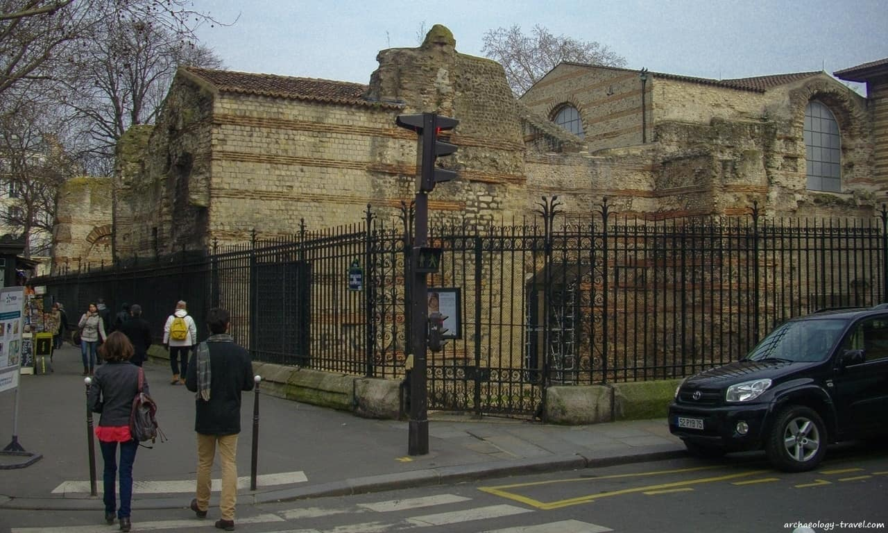 Looking at the ruins of the Roman bathhouse at the corner of Boulevard Saint-Michel and Rue du Sommerard.