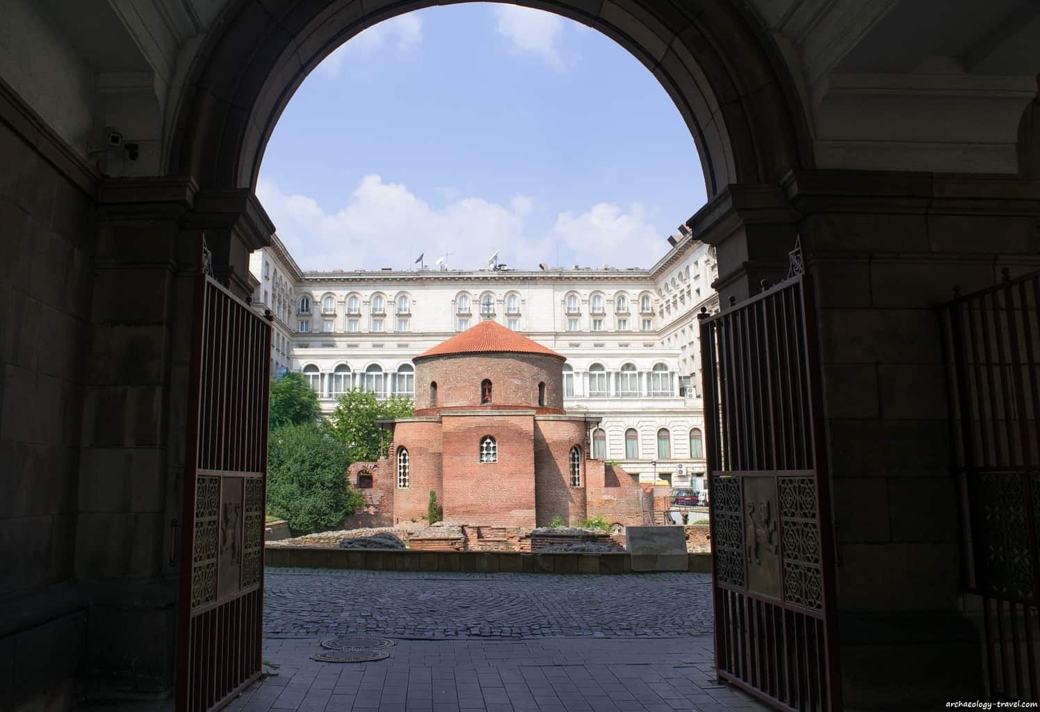 Looking at the Rotunda through the alley next to the Presidency.