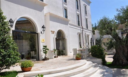 The entrance to the 4* Ostuni Palace Hotel.