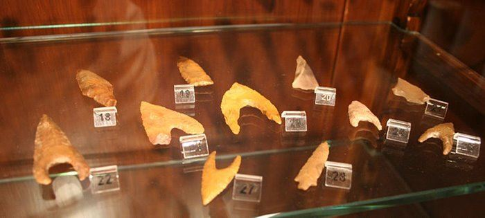 Arrowheads made from chalcedony, part of the prehistory displays in the Egyptology Museum, University of Leipzig.