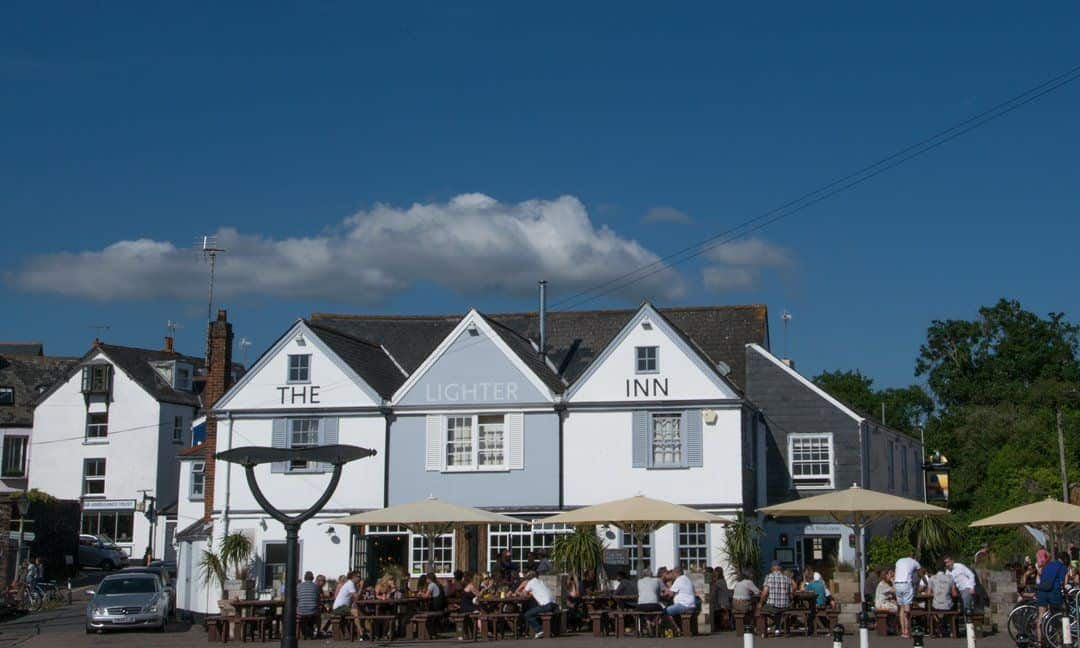 One of the many pubs in Topsham that offer a great place to enjoy a drink on a sunny afternoon.