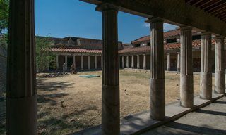 A courtyard in Villa Oplontis.