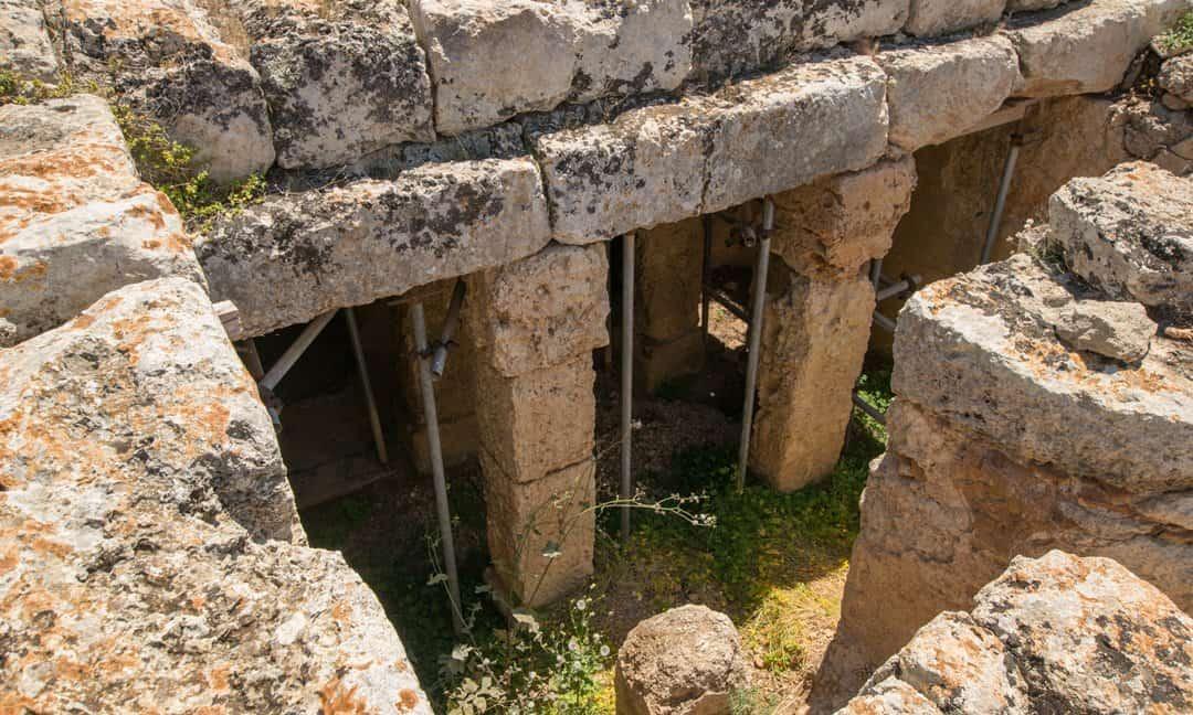 Stone pillars within the cistern near Lefkos.