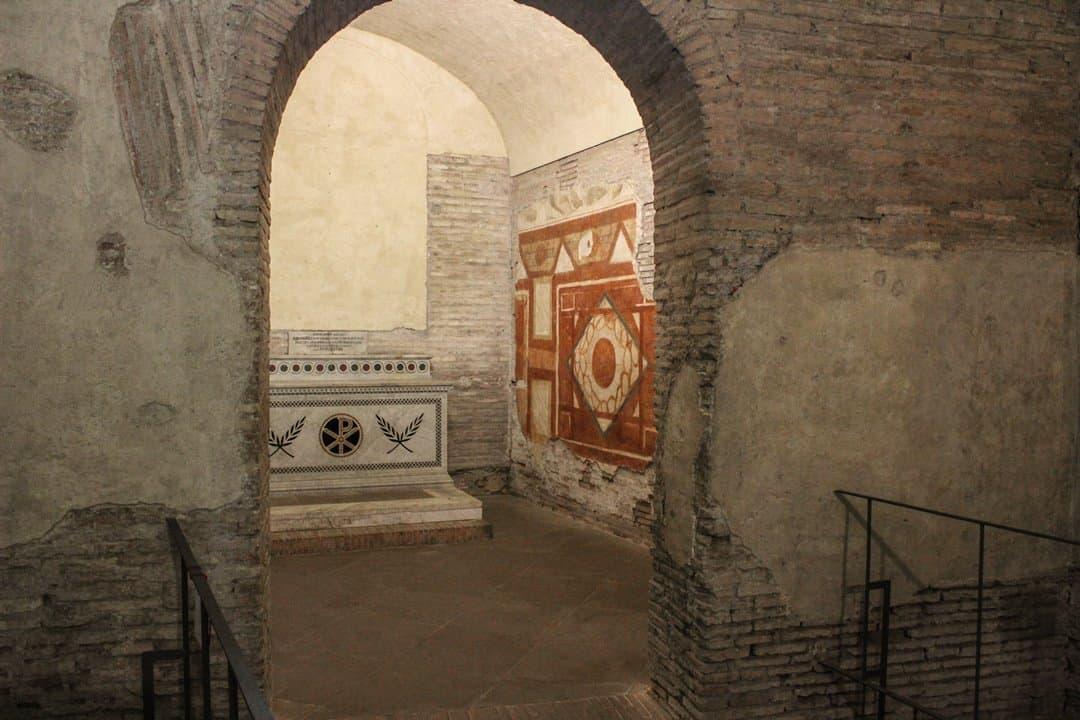 Case Romane del Celio's 20th century altar.