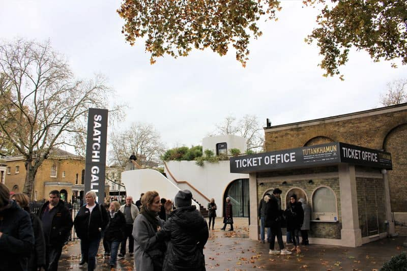 The mobile ticket office outside the Saatchi Gallery.