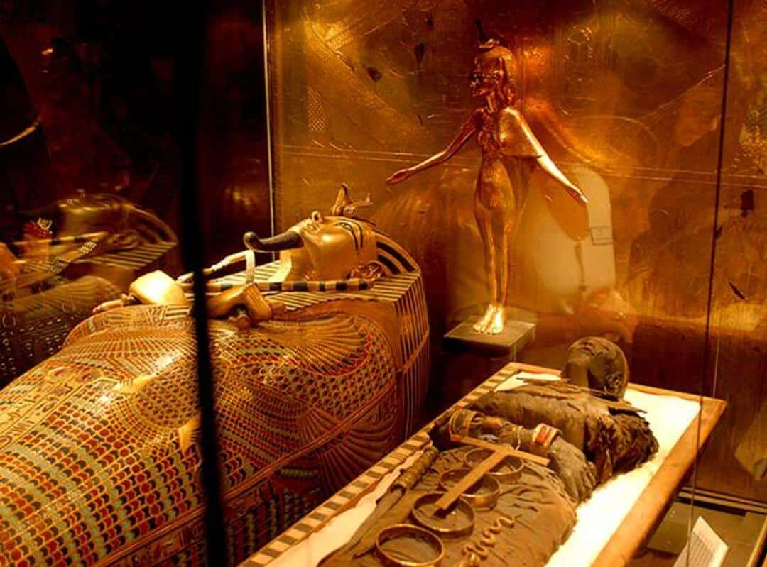 King Tut's Mummy and sarcophagus