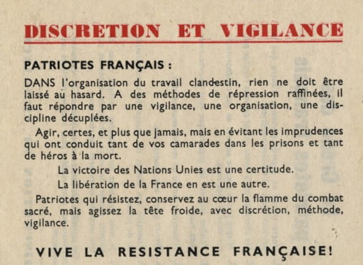 An old sheet of yellowing paper with french text on it.