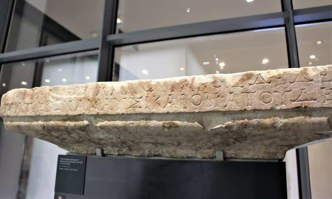 A narrow stele with Gallic-Greek writing on it.