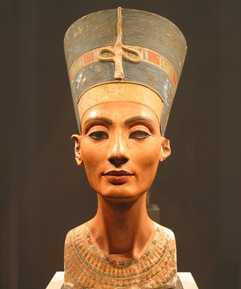 The bust of Nerfertiti in the Neues Museum, Berlin.
