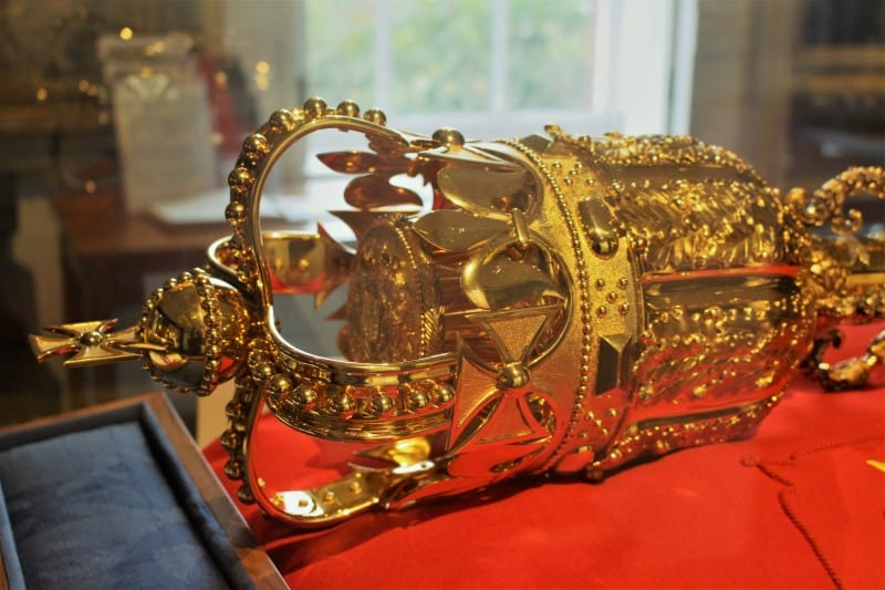 A close up of the head of the mace.