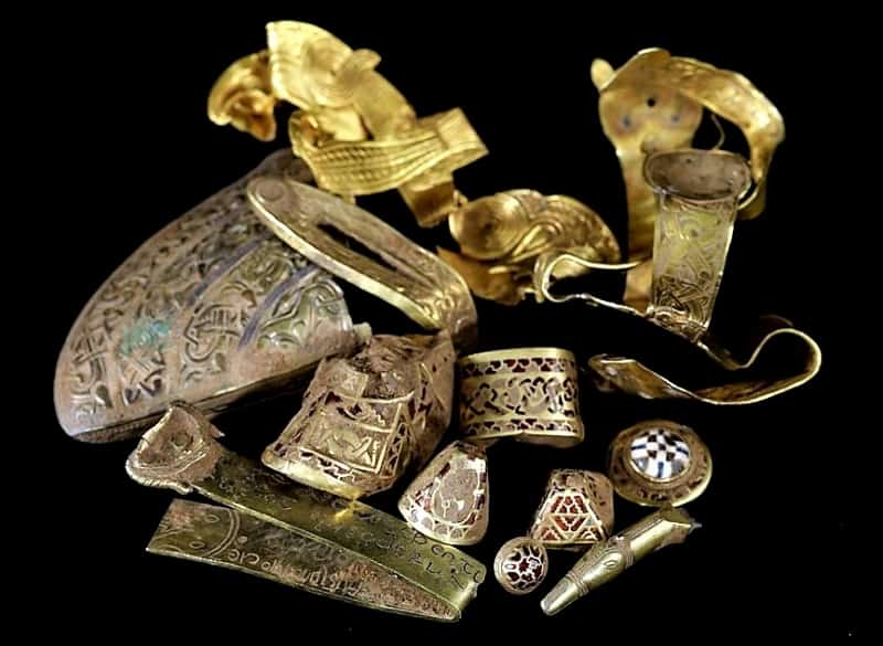 A selection of gold objects fromthe Staffordshire Hoard.