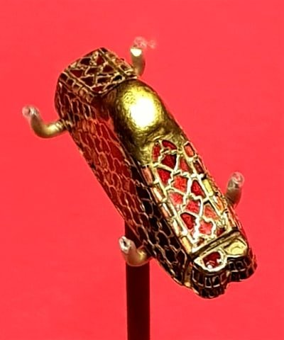 A decorative jewelled sword hilt from the Staffordshire Hoard.