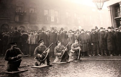 A blacka nd white photo taken during the Siege of Sydney Street.
