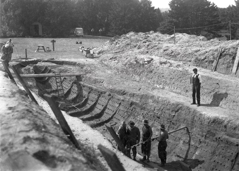 A black and white photo taken at the time of the original dig.