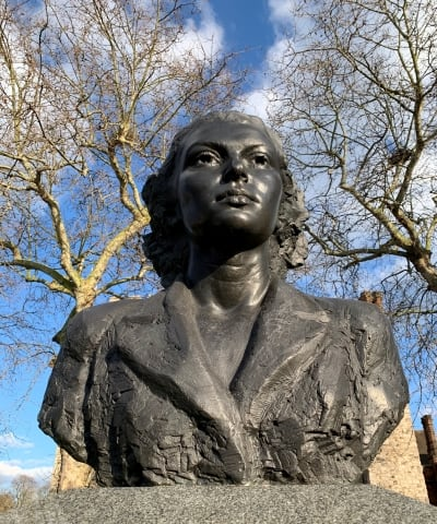 A close up of the bust of Violette Szabo.