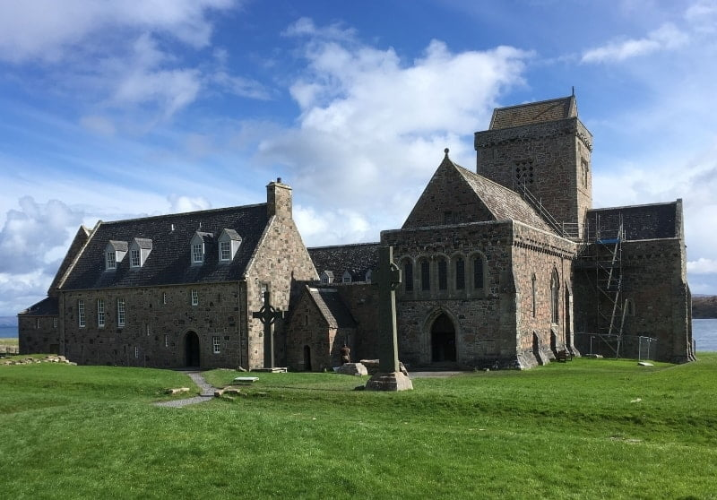 Iona Abbey in the sunshine.