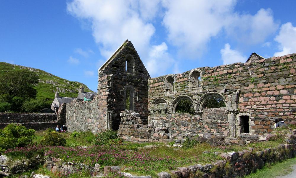 The ruins of Iona Abbey in the sunshine.