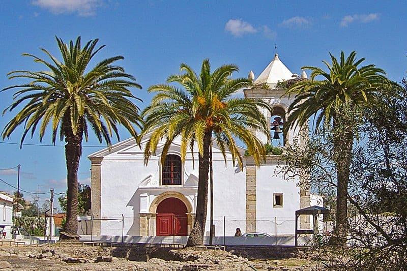 The Church of Santa Maria do Castelo within the bailey of Álcacer do Sal Castle.