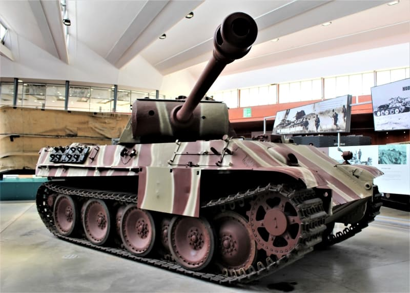 A Panther tank on display in the museum with its canon pointing directly at the camera.