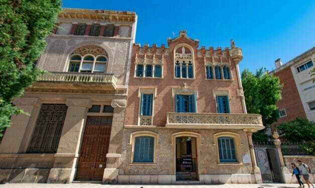 Catalan Modernist Architecture, Shops and Vermouth: a Historical Walking Tour of Reus in Spain