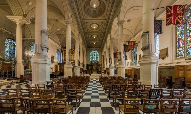The central nave of St. Sepulchre without Newgate Church.